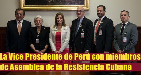 VIII Cumbre Vice Presidente Mercedes Araoz con miembros de la Asamblea Resistencia Cubana