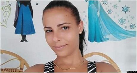 Brutal represion contra joven cubana opositora