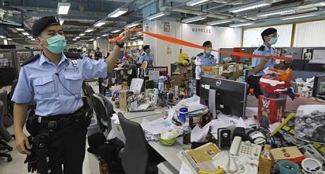 China roja aplasta espacios en Hong Kong