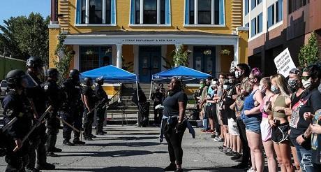 Restaurante cubano fue atacado por la mafia de BLM