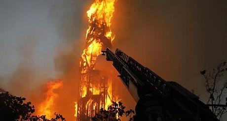 Terroristas comunistas chilenos quemando iglesias