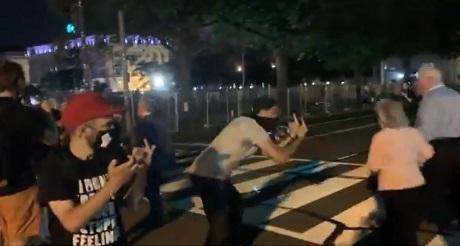 Turbas de BLM atacan a personas fuera de Convencion Republucana