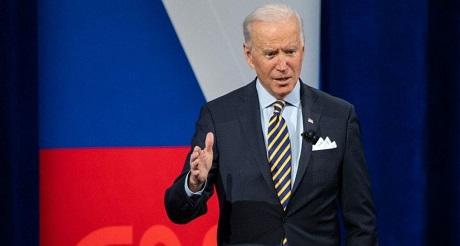 Biden indica que hispanos y negros no saben usar internet