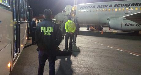 Deportacion del 1er grupo de ciudadanos cubanos FA Ecuatoriana
