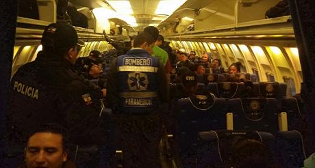 Deportacion del 1er grupo de ciudadanos cubanos