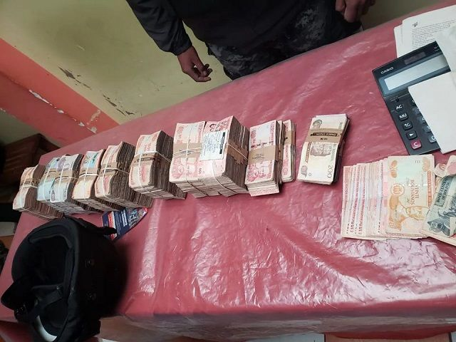 dinero incautado a cubanos arrestados Bolivia